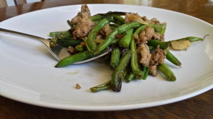 Burned green beans with turkey